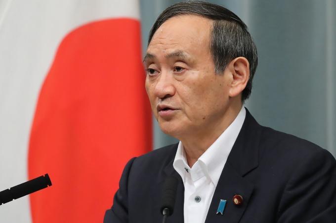 日本正式公告將南韓自白色名單除名!8 月 28 日生效。(資料照片:日本官房長官菅義偉) (圖片:AFP)