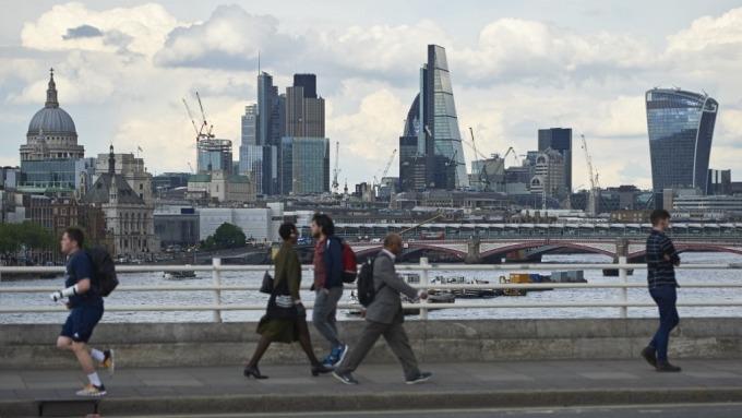 英國房價連續2個月下跌 (圖:AFP)