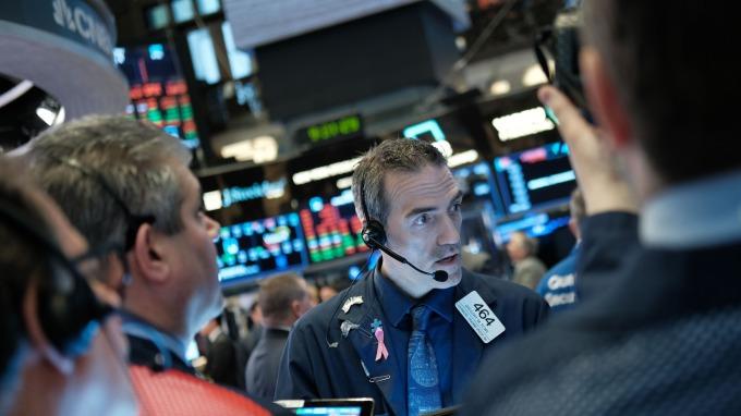 中美貿易戰火血洗銀行股 分析師:拋售過頭 估值已反映經濟衰退(圖片:AFP)