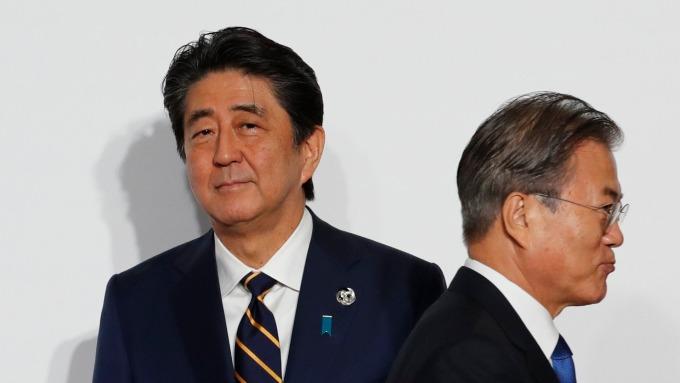 日本出口管制上路一個月後,放行部分關鍵化學品出口至南韓。(圖片:AFP)