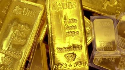 金價突破六年高位 期貨持續反彈(圖片:AFP)