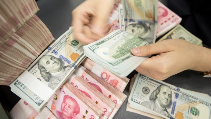 ING:川普干預匯市、發起全面貨幣戰機率達25% (圖:AFP)
