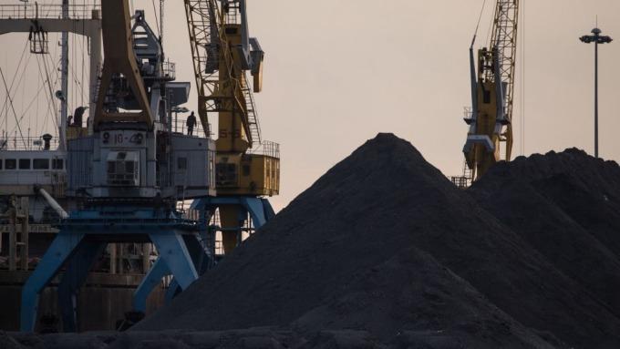 供應回穩、需求轉弱,陸鐵礦砂價格創三個月新低(圖片:AFP)