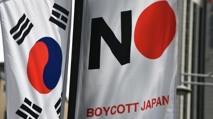 糾紛升級!南韓政府決議將日本從信任貿易夥伴的「白名單」中剔除(圖片:AFP)