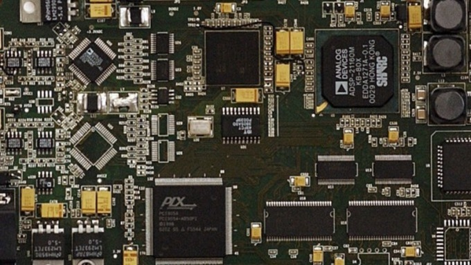 今年PCB漲什麼-5G基地台給解答(圖片:AFP)