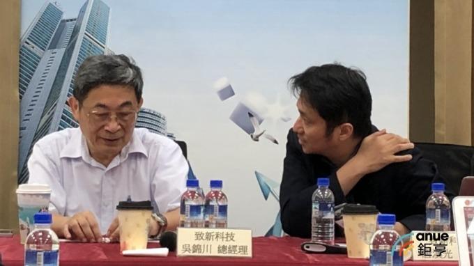 致新法說會 左為總經理吳錦川 右為代理發言人唐漢光。(鉅亨網記者魏志豪攝)
