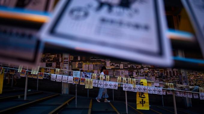 反送中警民衝突升溫,香港機場今日航班全面取消。(圖:AFP)