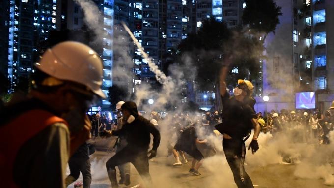 若採「天安門式」鎮壓 香港經濟將大崩壞 (圖片:AFP)