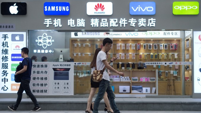 陸7月手機出貨跌勢擴大 3品牌銷售逆勢成長(圖片:AFP)