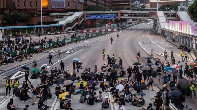 香港「反送中」示威抗議持續 2 個多月,衝突不斷升溫。(圖:AFP)