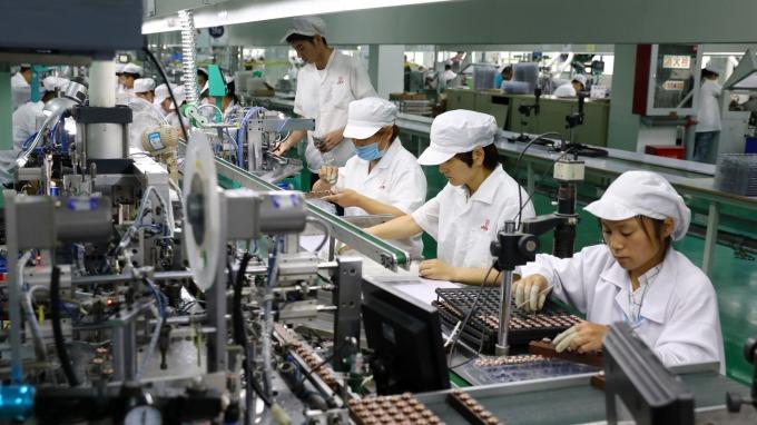 基本工資若調漲,調查:84%企業人力成本增加。(圖:AFP)