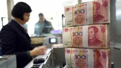 離岸人民幣一度漲超1000點 升破「7」大關 (圖片:AFP)