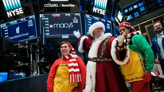 川普提前送出聖誕大禮,延遲部分產品新關稅。(圖片:AFP)