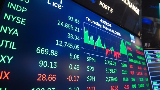 川普延遲美中關稅 晶片軟體股樂漲(圖片:AFP)