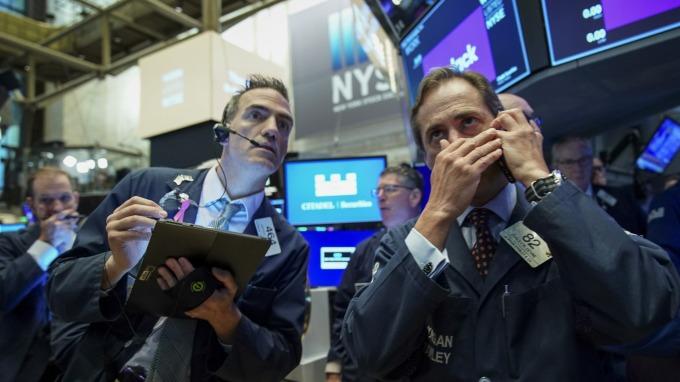 瑞銀:歷史數據顯示 現在不是「跌深買進」的好時機(圖片:AFP)