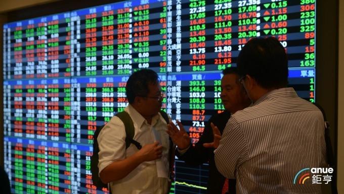 台股盤後─投資人缺持股信心,大盤日K留上影線收黑K跌破5日線。(鉅亨網記者張欽發攝)