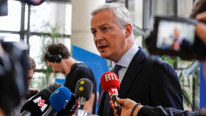 法國經濟部長Bruno Le Maire向記者發表關於數位服務稅的談話 圖片:AFP