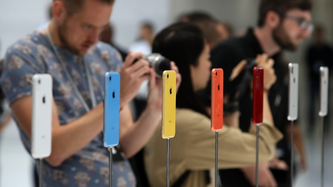 傳富士康員工爆料:今年iPhone新機不再標示「iPhone」(圖片:AFP)