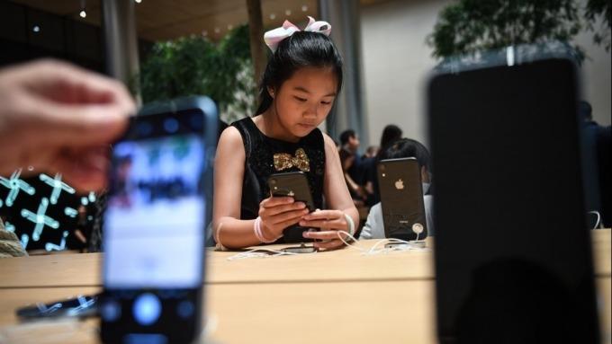 iPhone引入新功能 希望確保電池修復方式適當(圖片:AFP)