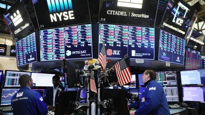 美債殖利率倒掛引發美股重挫。(圖:AFP)