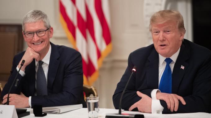川普:蘋果CEO庫克給出一個避免關稅的好理由。(圖片:AFP)
