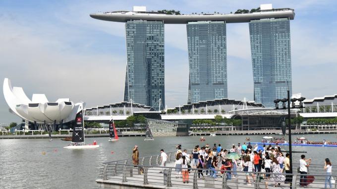 新加坡計畫2030年調升退休、再就業年齡至65、70歲 (圖:AFP)