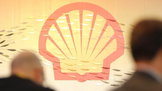 油電通吃!荷蘭皇家殼牌要在新加坡加油站設充電樁。(圖片:AFP)
