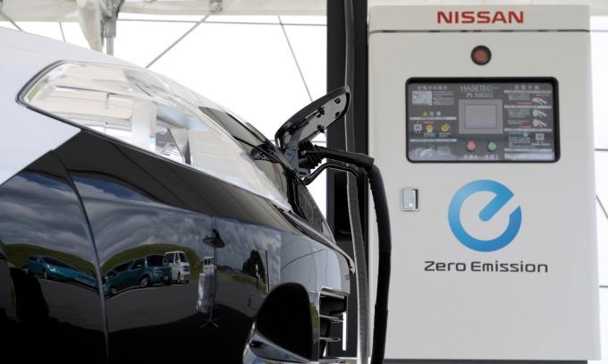 油電通吃!荷蘭皇家殼牌要在新加坡加油站設充電樁。(示意圖) (圖片:AFP)