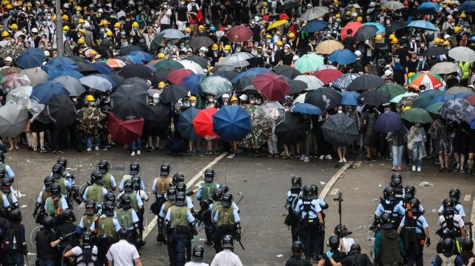 抹黑香港反送中 臉書推特大砍中國上千水軍帳號。(圖片:AFP)