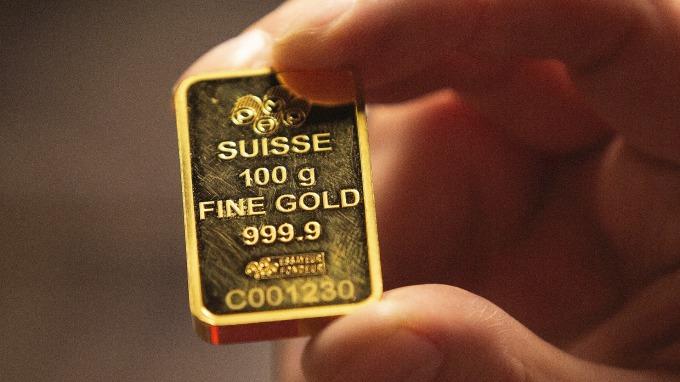 黃金下跌 市場靜待全球央行年會結果(圖片:AFP)