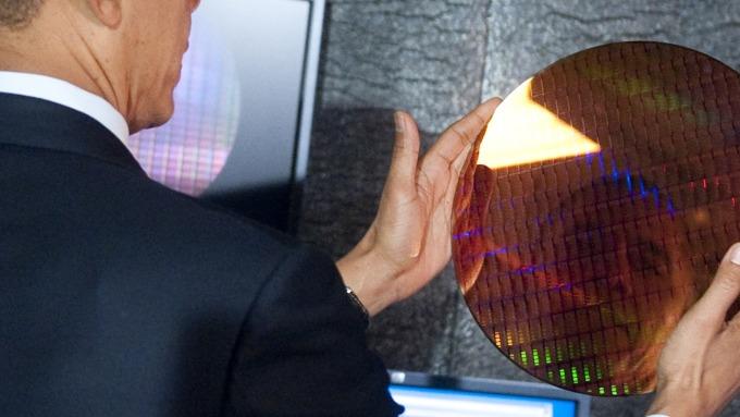 貿易戰衝擊半導體市場 然分析師建議買入這兩晶片股(圖片:AFP)