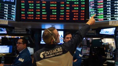 小摩:美股還會修正 可等9月初再進場(圖片:AFP)