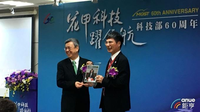 副總統陳建仁(左)、科技部部長陳良基(右)。(鉅亨網記者劉韋廷攝)