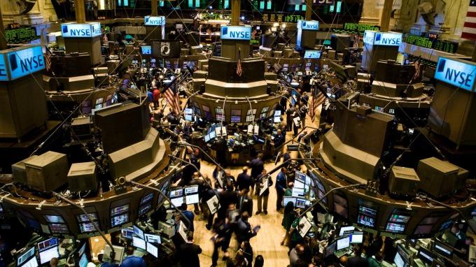 10y2y殖利率利差收斂,金融股重挫。(圖片:AFP)