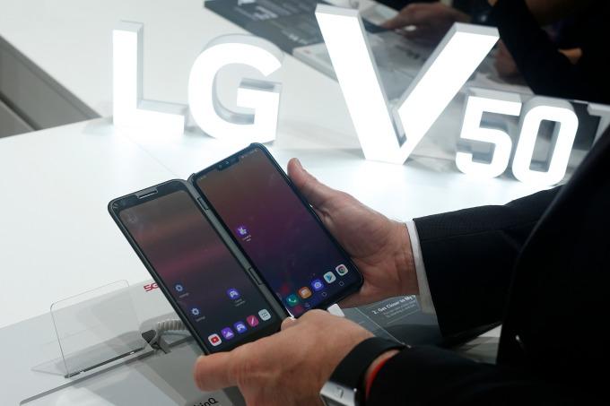 LG Innotek 為 LG 電子提供的高性能三合一鏡頭相機模組 LG V50 ThinQ 擁有市場好評 (圖片: AFP)