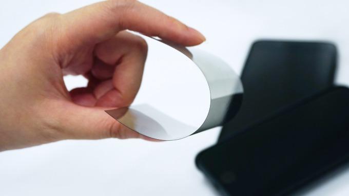 偏光板雙雄秀新技術,明基材超薄多功能整合性上板(USIF)。(圖:明基材提供)