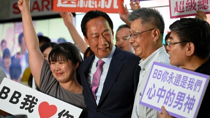 郭台銘9/17前將表態是否參選總統,郭辦:脫黨議題目前為止不存在。(圖:AFP)