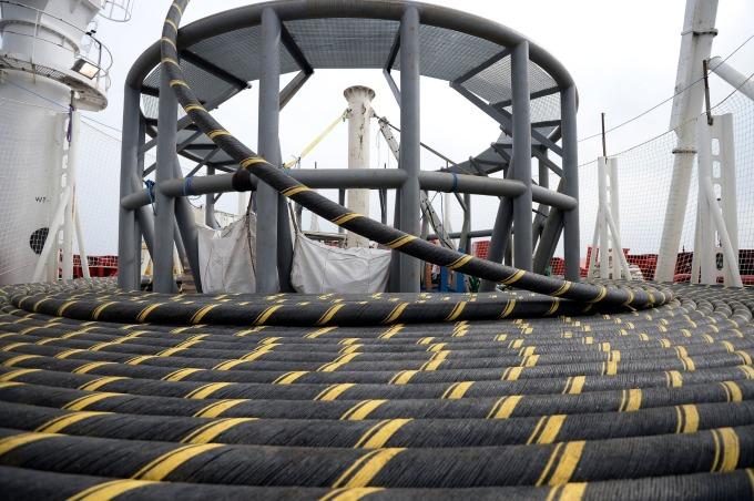 華為牽涉其中?傳美司法部以國安為由、拒絕 LA 直通香港海纜。(圖:海底電纜,示意圖) (圖片:AFP)