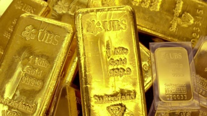 中國願冷靜處理貿易戰 黃金連跌兩日 創本周新低位(圖片:AFP)