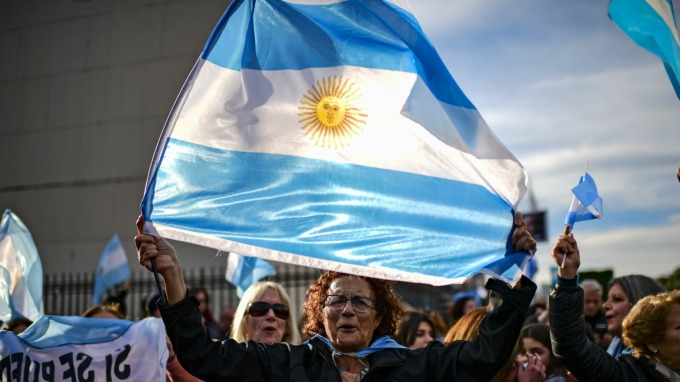阿根廷為自己哭泣!主權債慘遭降至「選擇性違約」(圖片: AFP)