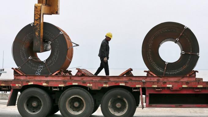 受貿易戰波及、日本製鐵減少設備投資並計畫停爐!(圖片:AFP)