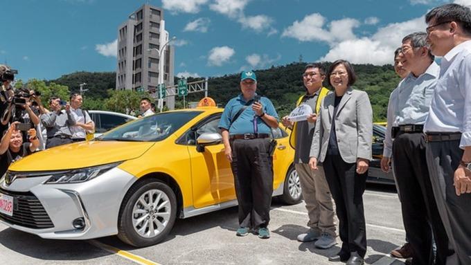 計程車汰舊換新補助車齡降至7年 交長:名額倍增至1萬輛