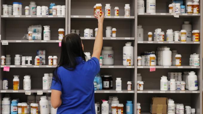 中裕愛滋新藥銷售暢旺,8月營收創新猷。(圖:AFP)