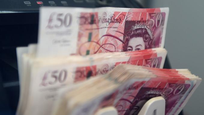 傳英國國會可能提前改選 製造業落至7年新低 英鎊走弱(圖:AFP)
