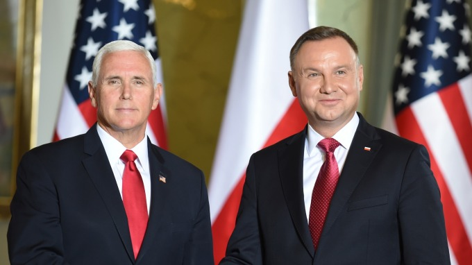 左為美國副總統Mike Pence,右為波蘭總理Andrzej Duda (圖:AFP)