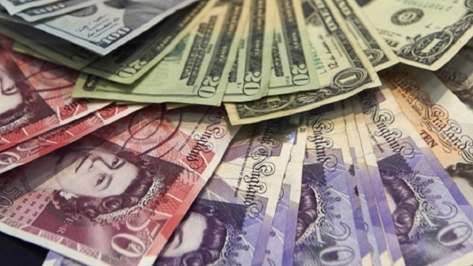 〈每日外資外匯觀點〉英鎊受困無協議脫歐 美元指數挺進100大關。(圖:AFP)