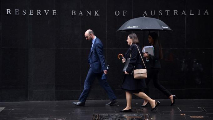 澳洲央行維持利率在歷史低點1.0% 但不排除後續降息 (圖:AFP)