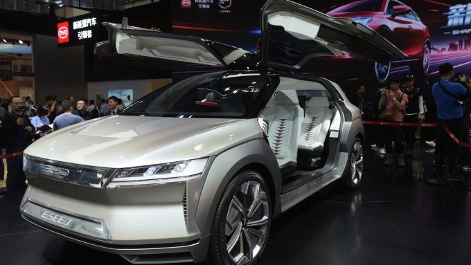 中國砍補助影響 全球電動車銷量首次出現下滑(圖片:AFP)