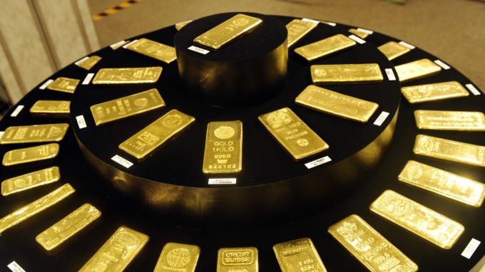 法巴預測Fed未來4度降息!助黃金明年Q1破1600美元 (圖片:AFP)