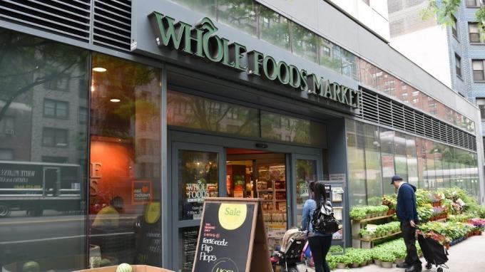 傳亞馬遜正進行測試 未來在全食超市可採用「人手支付」(圖片:AFP)
